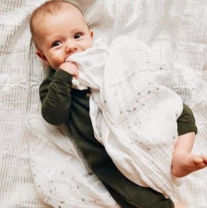 Up to 50% OffSelect Aden + Anais Swaddle, Dream Blankets and Bed in a Bag @ Amazon.com