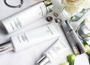 Free 7 piece Gift($150 Value) with $35 Estée Lauder Crescent White purchase @ Nordstrom