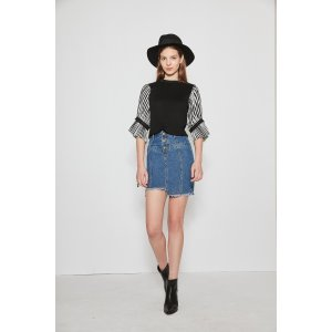 Crew Neck Puffed Sleeve Top In Black TP1754