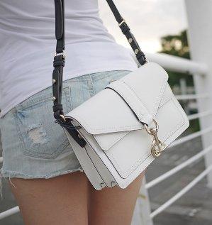 Up to 70% Off Handbags & Wallets @ Amazon.com