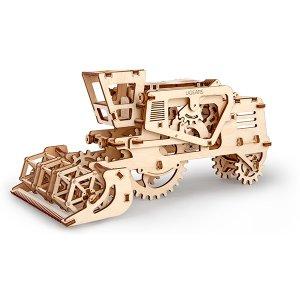 3D Self Propelled Model Combine - ApolloBox