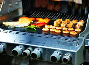Lightning deal! $5.99 Grill IT (TM) The Original BBQ Grill Mat & Oven Mat - Set of 2 Mats@ Amazon