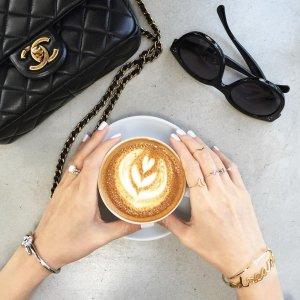 约小姐妹喝咖啡+美美自拍去时装大牌开的咖啡店逼格最高