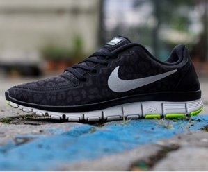 Nike Free 5.0 V4 Women's Sneakers