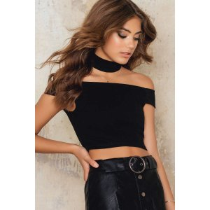 Off Shoulder Choker Crop Top - Buy online | NA-KD