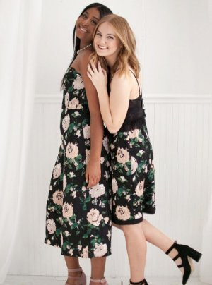 Up to 70% OffDress Sale @ Club Monaco