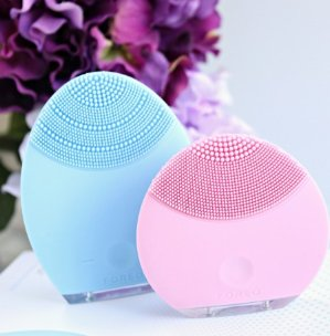 25% Off+ Free Gift with Foreo @ SkinCareRx