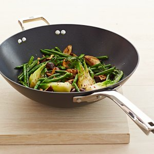 Up to 70% OffCalphalon Elite Nonstick Cookware