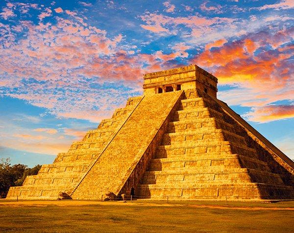 库库尔坎金字塔的四面台阶加起来共有364级