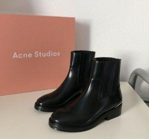 低至2.5折+ 额外9折Barneys Warehouse 精选 Acne Studios 女装及鞋履热卖