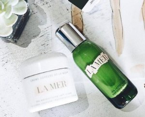 a deluxe sample of The Perfecting Treatment ($85 value)With any purchase  @ La Mer