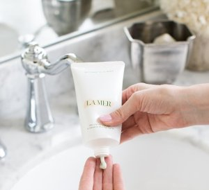 Free exclusive sample offer of The Regenerating Serum THE CLEANSING FOAM @ La Mer