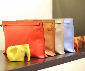 最高立减$100  收超萌小象零钱包Neiman Marcus 精选 Loewe 手袋、零钱包等热卖