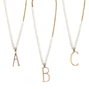 Lulu Frost | PLAZA LETTER NECKLACE - PEARL CHAIN