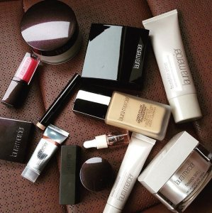 Ending Today! Up to $25 Off + 2 Deluxe SamplesSitewide @ Laura Mercier