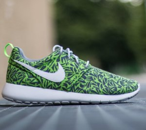 $29.97 NIKE ROSHE ONE PRINT BIG KIDS' SHOE (3.5Y-7Y) @ Nike Store