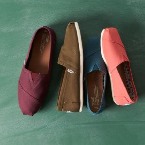 Up to 70% Off TOMS Shoes @ Nordstrom Rack
