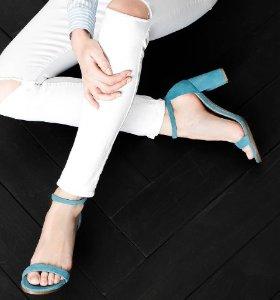 Up to 50% Off Stuart Weitzman Women Shoes Sale @ Bloomingdales