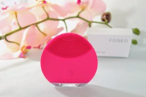 FOREO 'LUNA™ mini' Compact Facial Cleansing Device