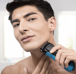 $35.18Braun Series 3 3040S Wet and Dry Waterproof Foil Cordless Shaver for Men