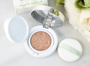 $35+Free 7-pc Gift Set Clinique Super City Block BB Cushion Compact Broad Spectrum SPF 50 @ macys.com