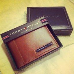 $19.01 Tommy Hilfiger Men's Leather Cambridge Passcase Wallet