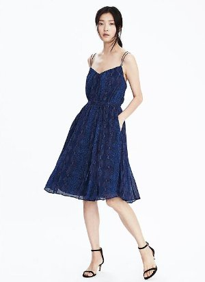 Extra 50% Off Dress Sale @ Banana Republic