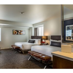 4.5-star Hotel in Downtown Chicago River North area 12.14-12.17