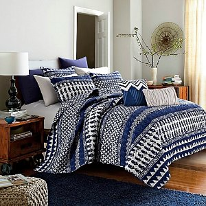 Bungalow Reversible Quilt Set in Navy - Bed Bath & Beyond