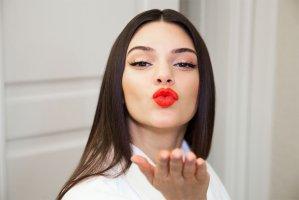 Kendall Jenner才不是大牌满身飞这只潮酷美天蝎女原来最爱穿这些!