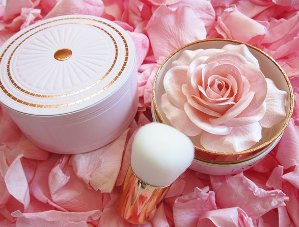 Free 5-pc GiftLancôme Blush La Rose - Absolutely Rose Color Collection @ macys.com