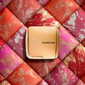 Free 26-pcs GWP with Hourglass Beauty Purchase Over $200 @ Barneys