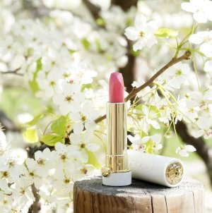 Come Back!23-KARAT GOLD ILLUMINATED LIPSTICK @ Tatcha