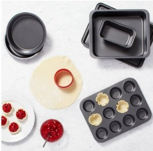 #1 Best Seller! $11.94 AmazonBasics 6-Piece Bakeware Set