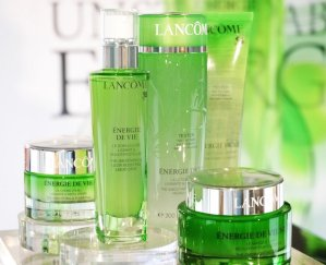Free 7-pc Gift Set with Lancome Purchase of $35 @ macys.com