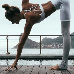 Dealmoon Exclusive! 20% Off Alo Yoga Women's Sportswear @ Spring