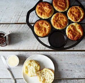 Lodge L7B3 Pre-Seasoned Drop Biscuit Pan