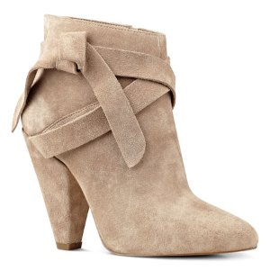 Acesso Pointy Toe Booties