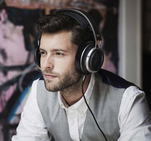 £131.62/$171.66 Philips X2 Fidelio Headphone