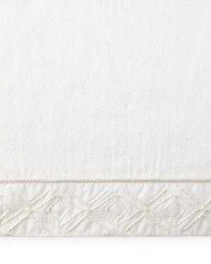 $5.25(原价$17)包邮精致刺绣镶边 Avanti Linens超大 Audrey棉质丝绒毛巾,40*76厘米