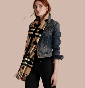 BURBERRY Classic Cashmere Scarf - Check and Hearts