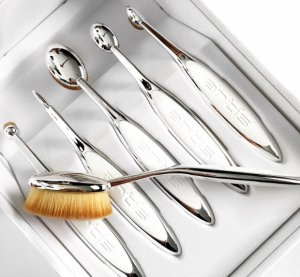 New In Artis Brushes @ Harrods