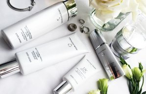 Free 7-Piece Gift CRESCENT WHITE COLLECTION @ Estee Lauder