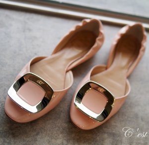 Earn Up to a $700 Gift Card Roger Vivier Shoes Purchase @ Saks Fifth Avenue