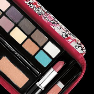 NEW. Makeup on the Move Beauty Upgrade (Worth Over $247), Just $39.50 With Any $35 Purchase @ Elizabeth Arden