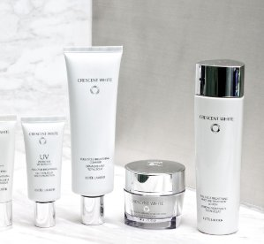 Dealmoon Exclusive! Free 9-Piece Gift CRESCENT WHITE COLLECTION @ Estee Lauder