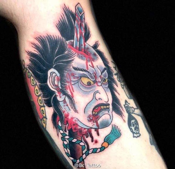 在美帝的纹身过程,纹身很霸气,下手需谨慎!图片