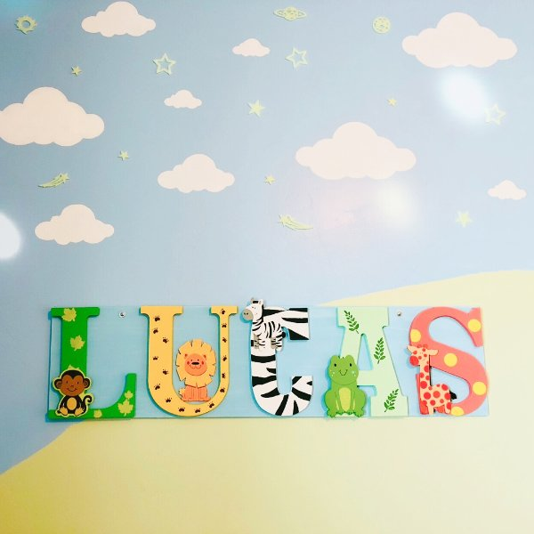 所以当初设计儿童房的时候,就觉得这个帖子装饰即简单又可爱.