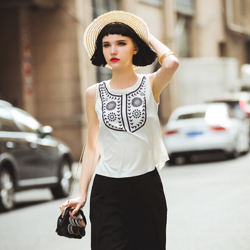 White Print Sleeveless Chiffon T-Shirt