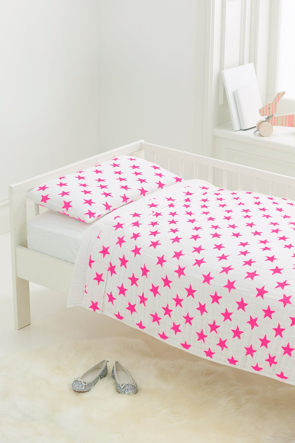 Amazon.com : aden + anais Classic Toddler Bed in a Bag - Liam the Brave Kids Bedding Sets include toddler bedding: toddler pillow, pillow case, flat sheet, and baby boy blanket : Baby
